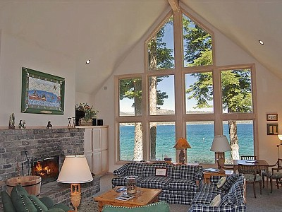 Lake Tahoe Weddings 2 -tahoe_vacation_rental_living_room