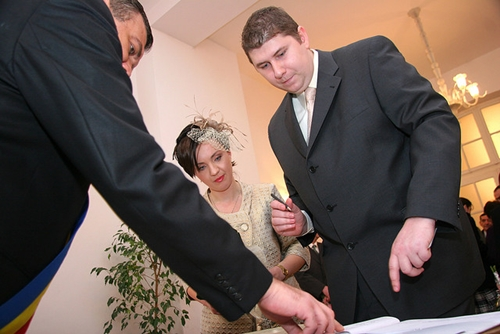 Saying I Do - Finding the Right Officiant for Your Wedding 2